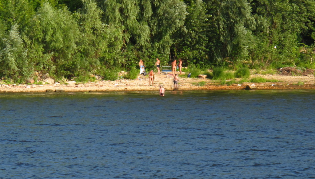 from the other riverbank tv, real time broadcasting, river 2011